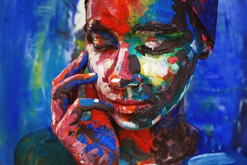 赤い女性の顔
