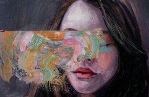 目の前が見えない女性