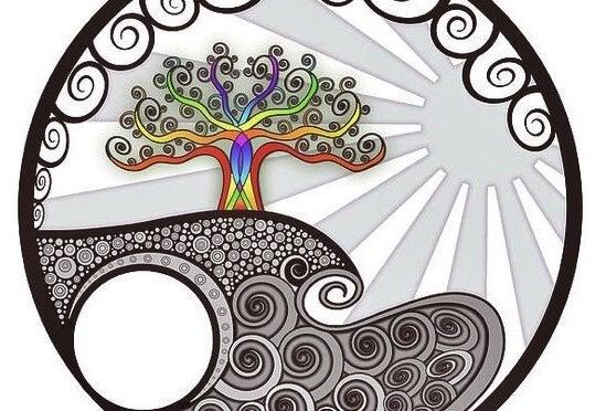 海、太陽、虹色の木