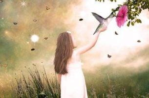 鳥を手に載せた少女