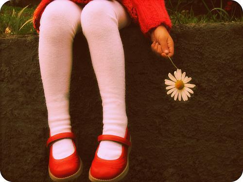 花を持っている少女