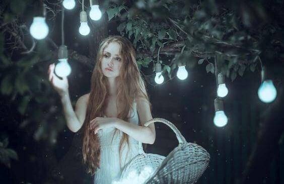 光を集める少女
