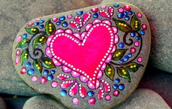 heart-painted-on-a-rock