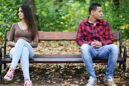付き合いたてのカップルが直面する課題