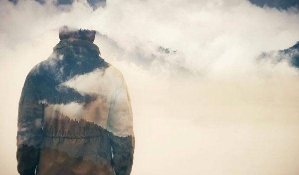 雲に映る影