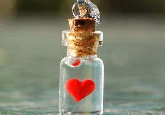 小さな瓶に入ったハート