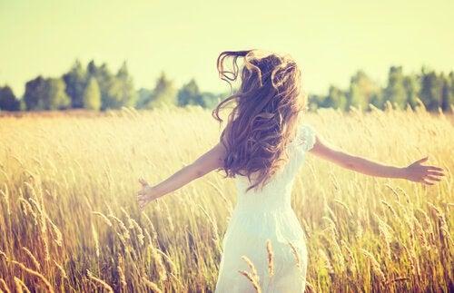 麦畑の女性