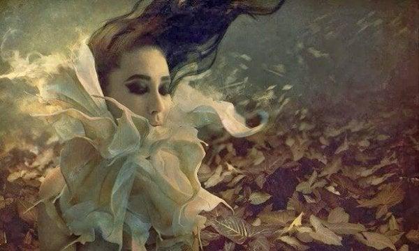 花の中の女性の顔