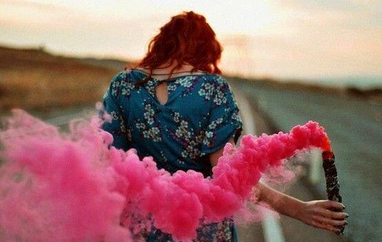 ピンクの煙