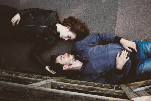 ロマンチックな愛の矛盾と迷信