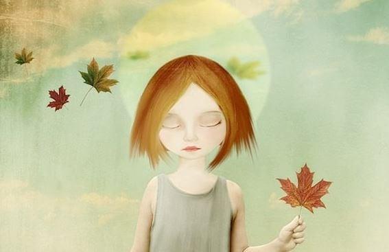 落ち葉を手にする少女