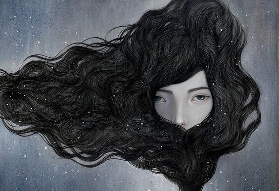 長い髪の女性の顔