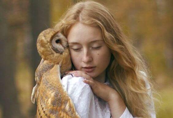 フクロウと少女