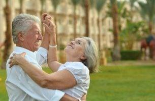 踊る老夫婦
