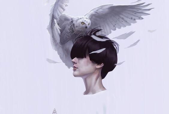 フクロウと女性の頭