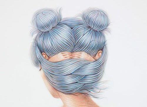 顔を隠す女性で出来た髪