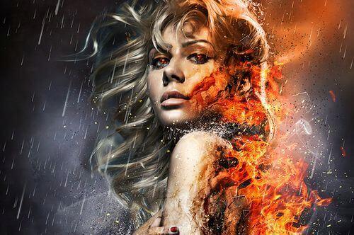背中が燃える女性