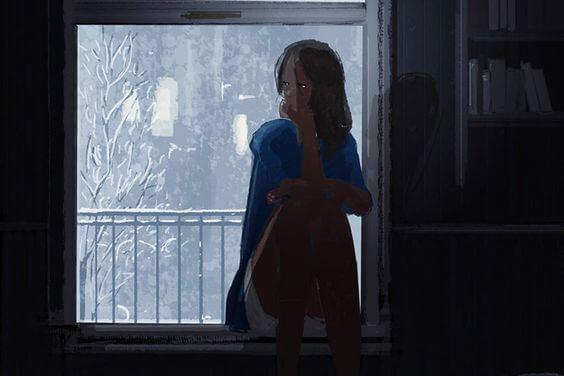 冬の窓辺に座る女性