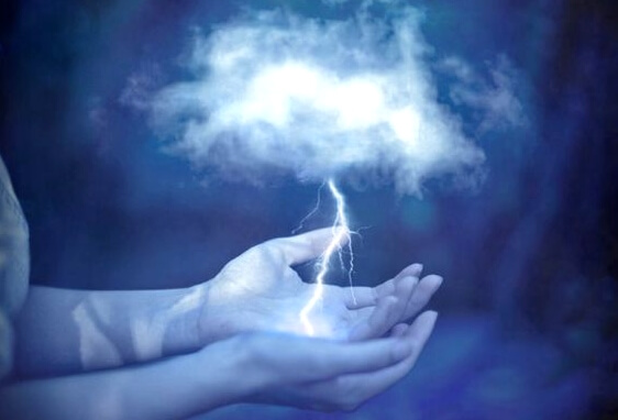 手のひらの上の雷