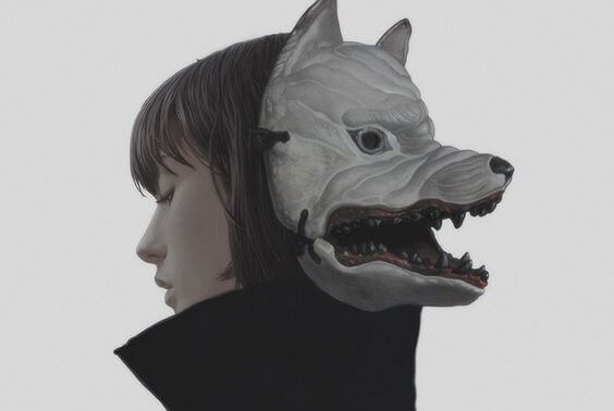 獣の顔を隠した女性
