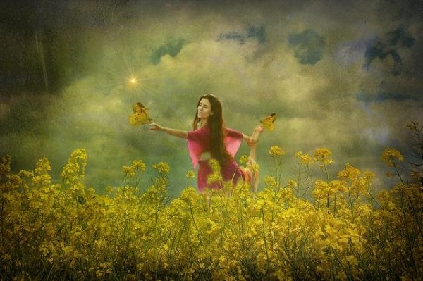 花畑の女性と蝶