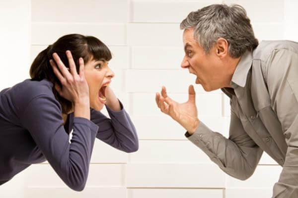喧嘩をしているカップル