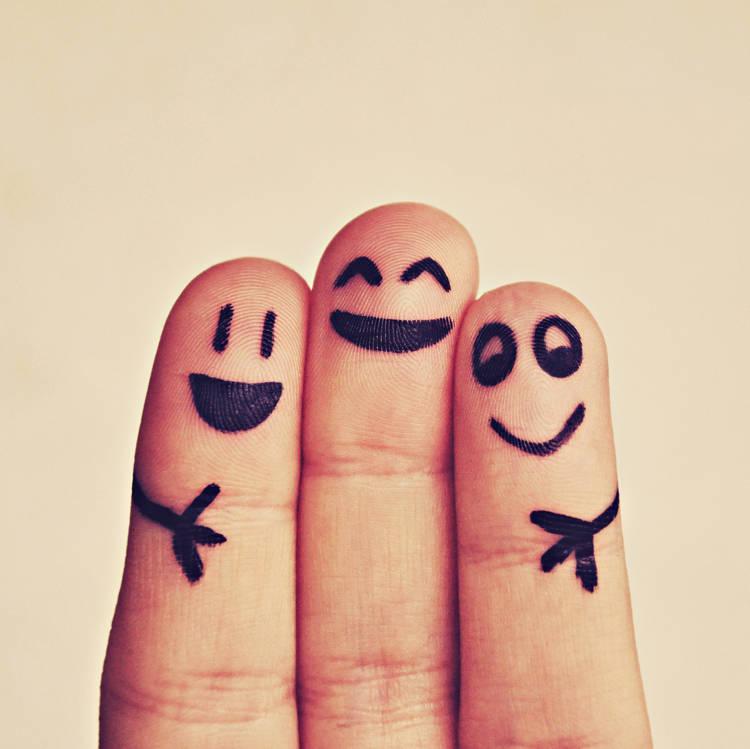 3つの笑う指人形