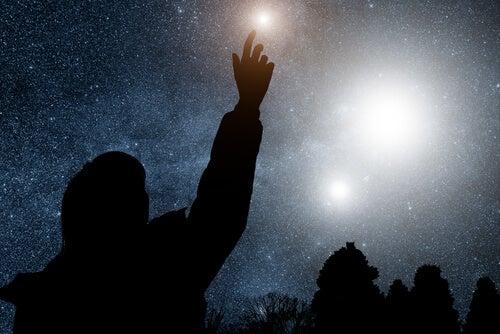 星に手を伸ばす人