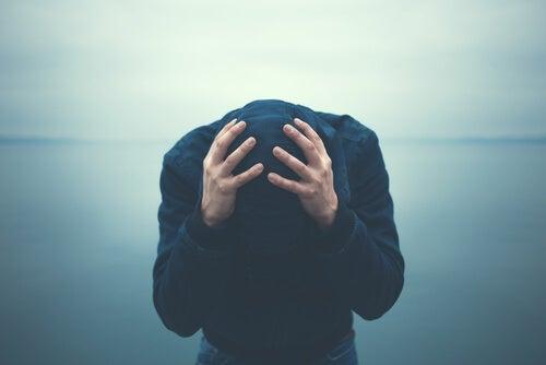 不安を抱える人にみられる5つの態度