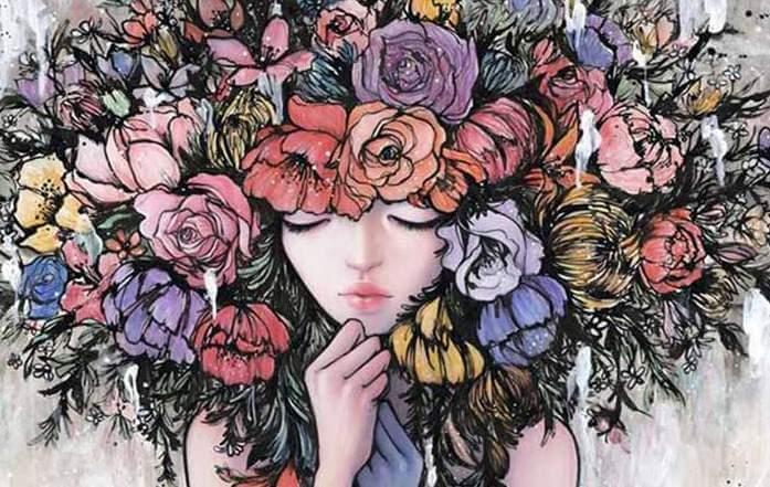 バラの花の頭の少女