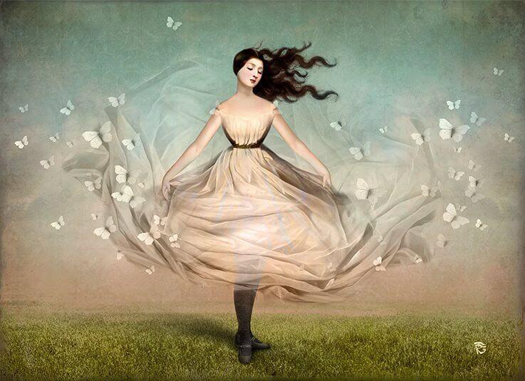 白いドレスの女性と白い蝶