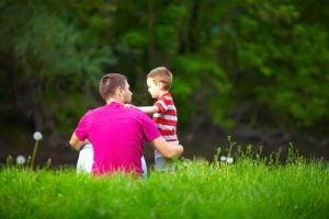 草原の父親と子供