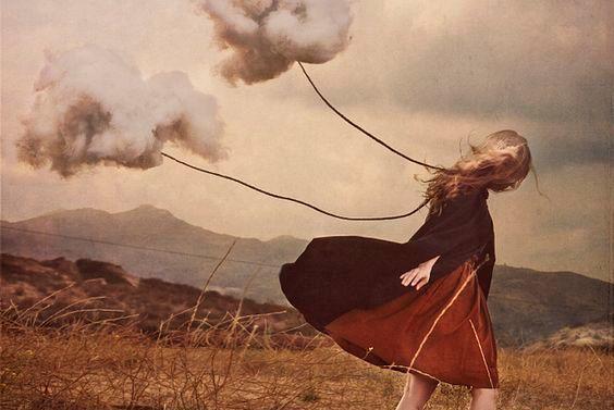 雲を連れて歩く少女