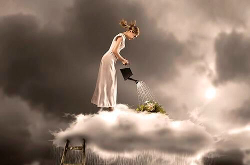 雲の上で水やりをする女性