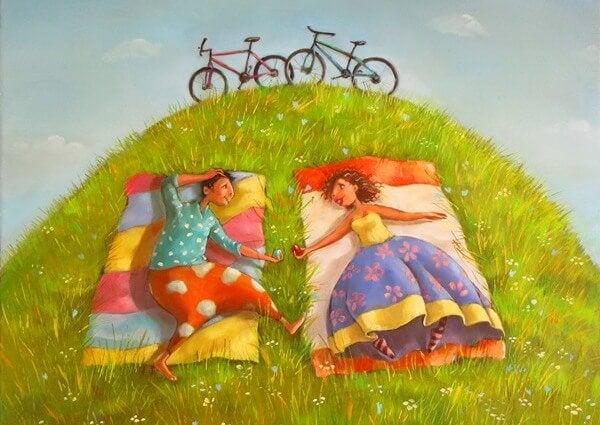 丘に寝転ぶカップルと自転車