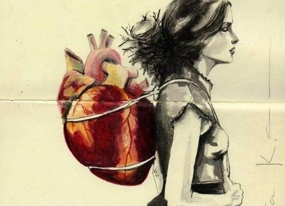 背中に心臓を背負う女性