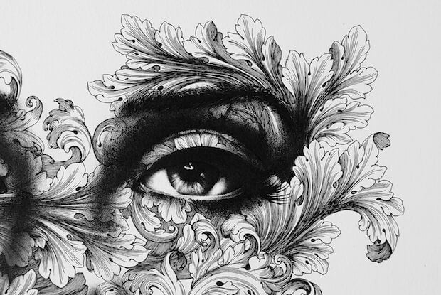 花の中の目