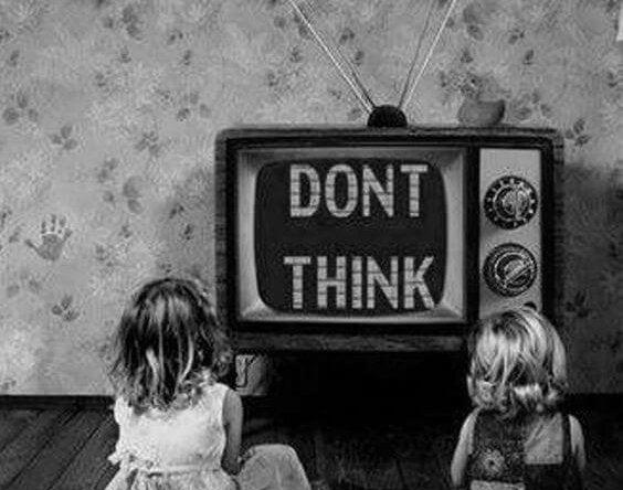 考えることを阻害するテレビ
