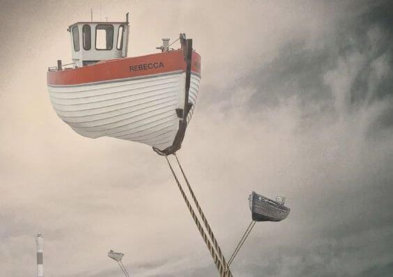 空に浮かぶボート