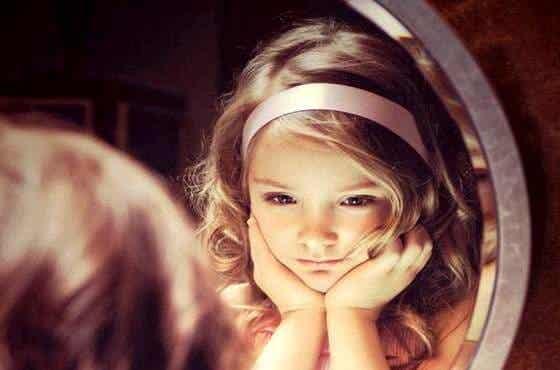 小さな大人:子供はすべてを理解している
