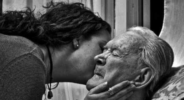 高齢と人生最期のステージ:子供が親になるとき
