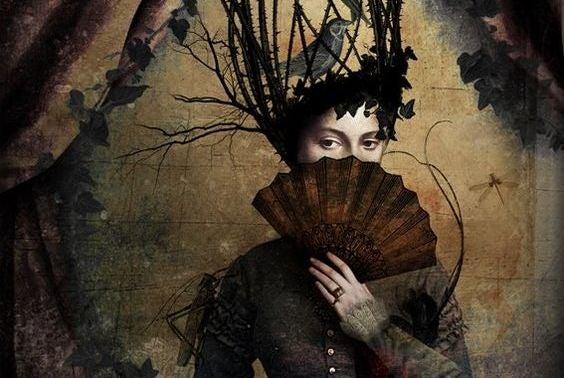 頭が鳥かごの女性