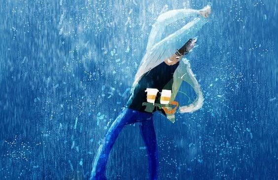 雨の中コーヒーを運ぶ男性