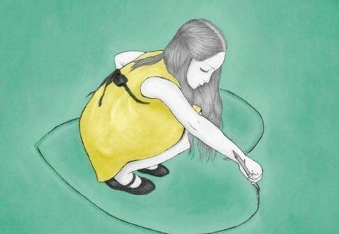 ハートを地面に描く女の子