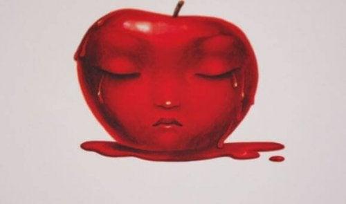 涙を流すリンゴ