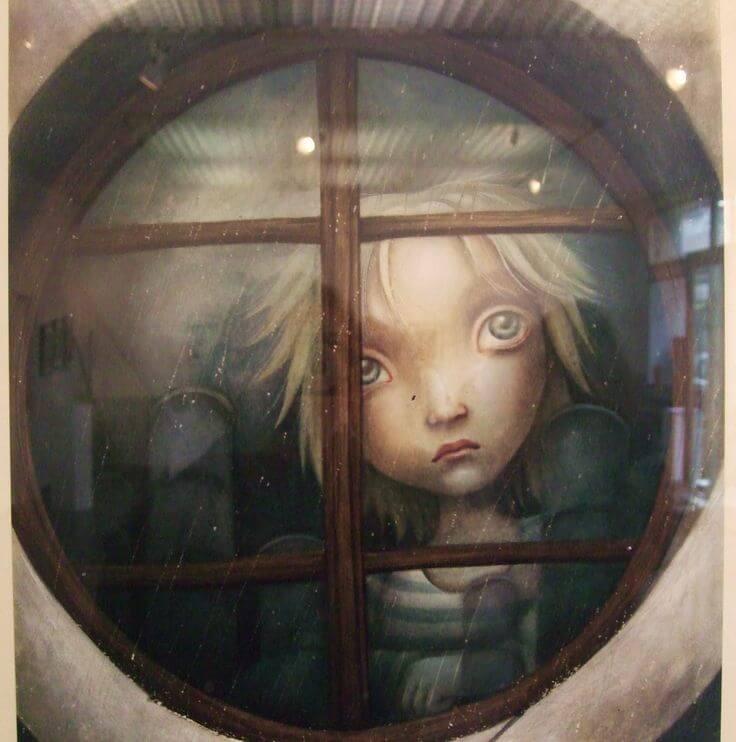 窓から覗く子供