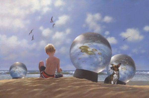 海岸の男の子とスノードーム