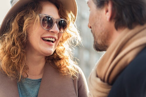 男性とサングラスの女性