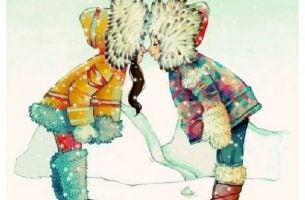 キスする二人の子供