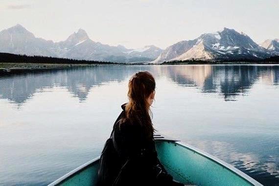 ボートに乗る女性